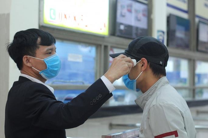 [CLIP] Đeo khẩu trang nơi công cộng: Người Việt nghiêm túc, người nước ngoài lác đác - Ảnh 12.