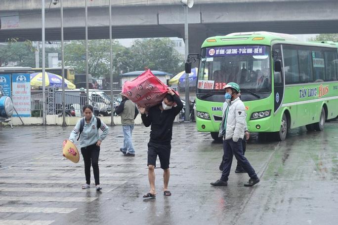 [CLIP] Đeo khẩu trang nơi công cộng: Người Việt nghiêm túc, người nước ngoài lác đác - Ảnh 9.