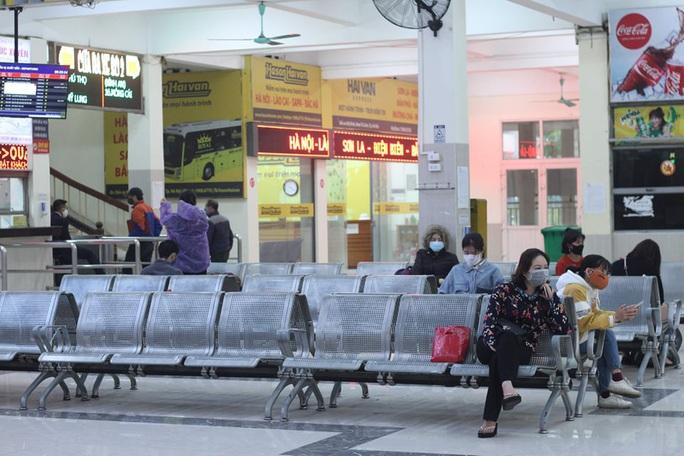 [CLIP] Đeo khẩu trang nơi công cộng: Người Việt nghiêm túc, người nước ngoài lác đác - Ảnh 11.