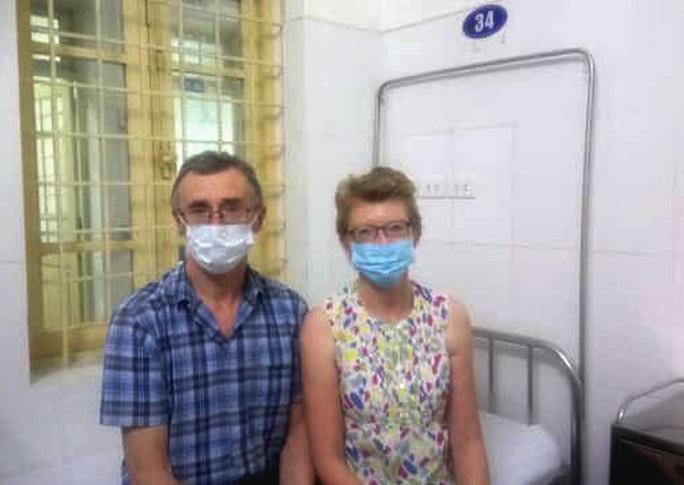 Hết cách ly Covid-19, vợ chồng du khách người Anh đi trên chuyến bay VN0054 viết thư cảm ơn bệnh viện - Ảnh 1.