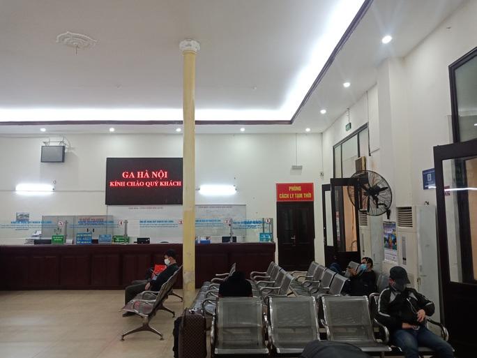 [CLIP] Đeo khẩu trang nơi công cộng: Người Việt nghiêm túc, người nước ngoài lác đác - Ảnh 17.