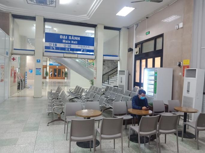 [CLIP] Đeo khẩu trang nơi công cộng: Người Việt nghiêm túc, người nước ngoài lác đác - Ảnh 19.