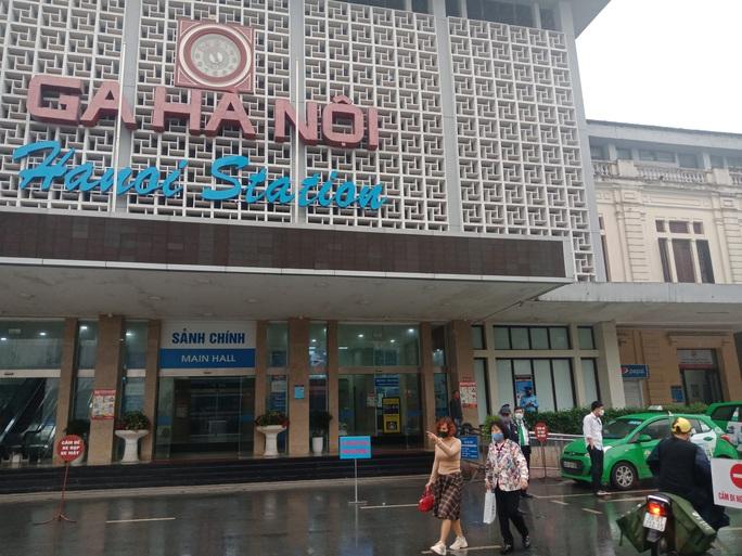 [CLIP] Đeo khẩu trang nơi công cộng: Người Việt nghiêm túc, người nước ngoài lác đác - Ảnh 21.