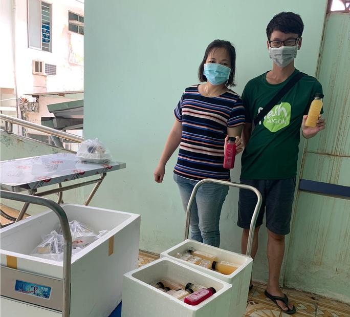 Fresh Saigon tặng nước ép nguyên chất cho người cách ly - Ảnh 2.