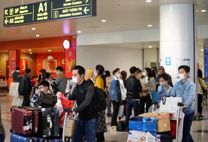 Bộ Y tế thông báo khẩn tìm hành khách trên 3 chuyến bay về TP HCM - Ảnh 2.