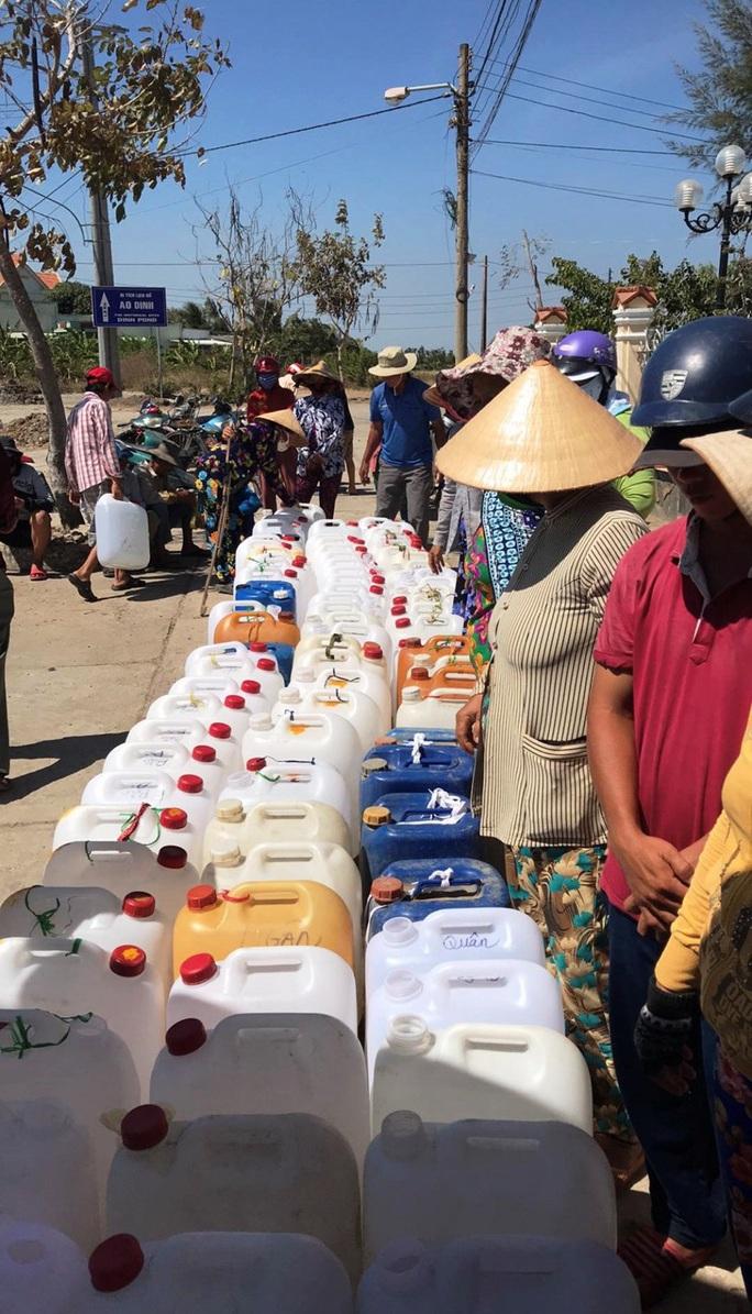 Biệt đội chở nước ngọt về cấp miễn phí cho dân vùng hạn mặn - Ảnh 6.