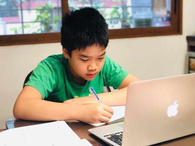 Dạy học trực tuyến lúc dịch Covid-19, các trường có được thu tiền? - Ảnh 1.