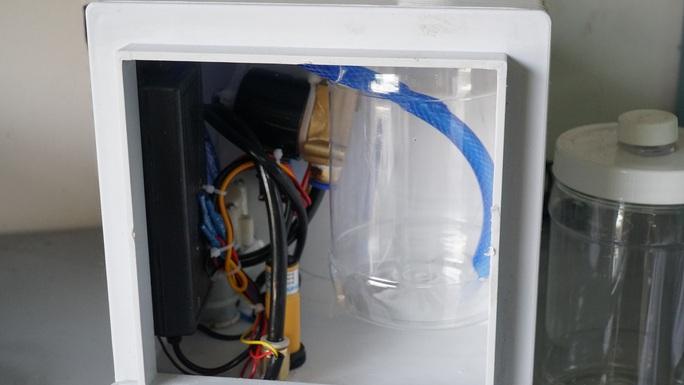 Bệnh viện Thống Nhất chế máy rửa tay tự động độc đáo chống Covid-19 - Ảnh 4.