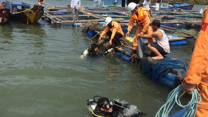 VIDEO Lặn tìm người mất tích trên sông Dinh - Ảnh 2.