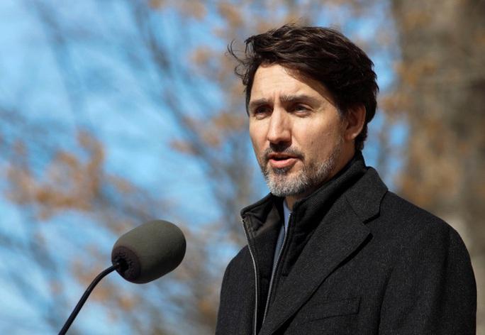 Thủ tướng Canada chỉ huy cuộc chiến chống Covid-19 ngay tại nhà - Ảnh 1.