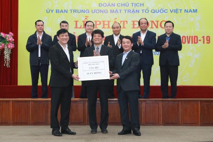 Thaco trao 10 tỉ đồng hỗ trợ Quỹ phòng chống dịch Covid-19 - Ảnh 1.
