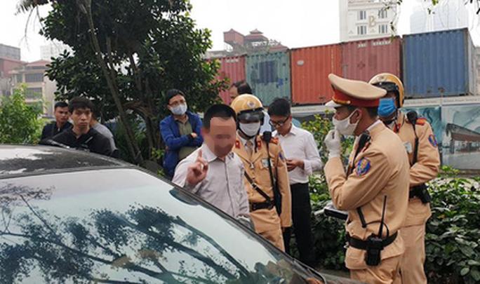 Tông vào sau ôtô, nam tài xế vi phạm nồng độ cồn cao nhất ở Hà Nội từ khi có Nghị định 100 - Ảnh 1.
