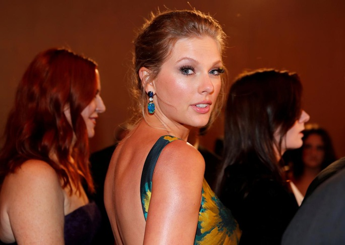 Kẻ hủy diệt Arnold và Lady Gaga, Taylor Swift... bày kế trị Covid-19 - Ảnh 2.