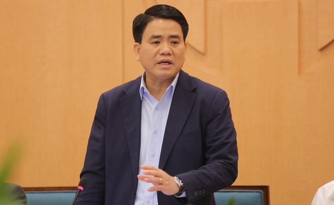 Chủ tịch Hà Nội: 10.000 người từ các điểm nóng Covid-19 trở về, khuyến cáo các cửa hàng đóng cửa - Ảnh 1.