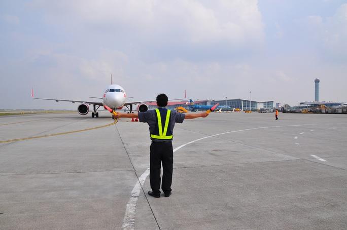 Hàng không thiệt hại nặng nề vì dịch Covid-19, sản lượng điều hành bay giảm gần 50 % - Ảnh 1.