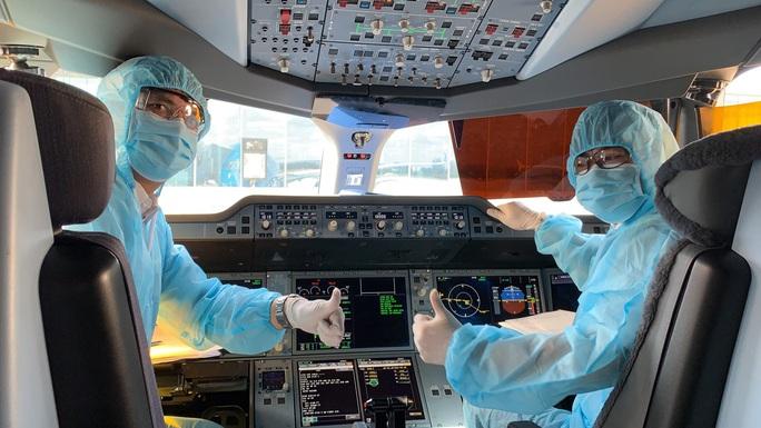 CLIP: Bên trong những chuyến bay về từ tâm dịch châu Âu - Ảnh 11.
