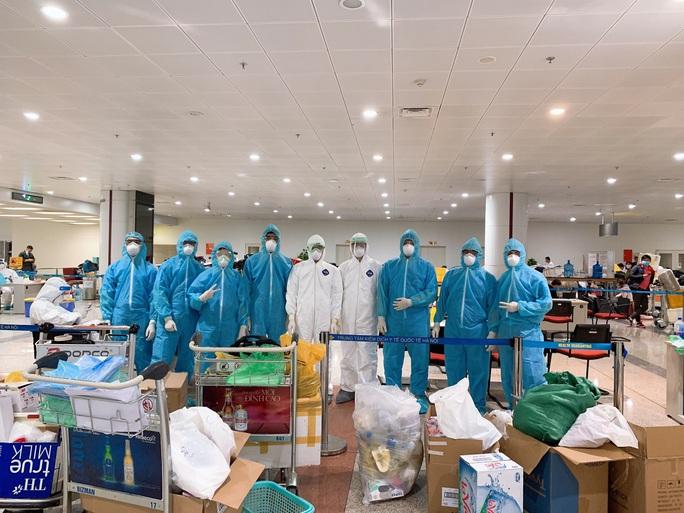 280 bác sĩ, y tá về hưu và 700 sinh viên y tình nguyện đi chống dịch Covid-19 - Ảnh 2.