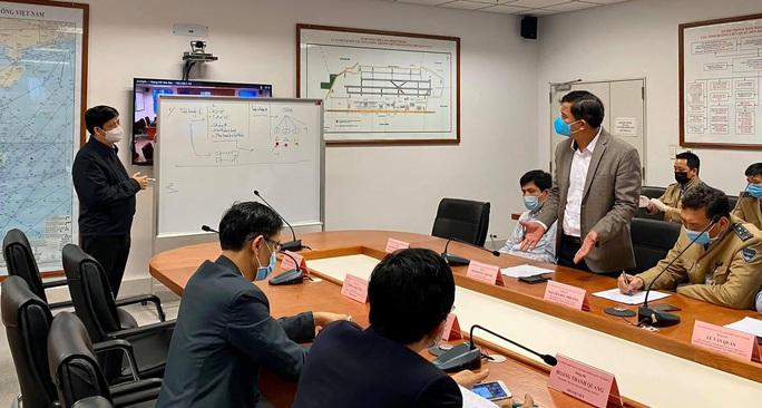 Khẩn cấp giải tỏa ách tắc tại sân bay Nội Bài do người từ vùng dịch Covid-19 về tăng vọt - Ảnh 1.