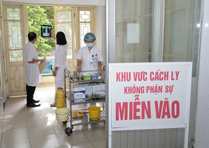 2 nhân viên y tế đầu tiên ở Việt Nam mắc Covid-19 - Ảnh 2.