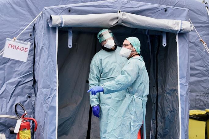 Covid-19: Số người chết tăng kỷ lục ở Ý, số ca nhiễm châu Á tăng vọt - Ảnh 1.