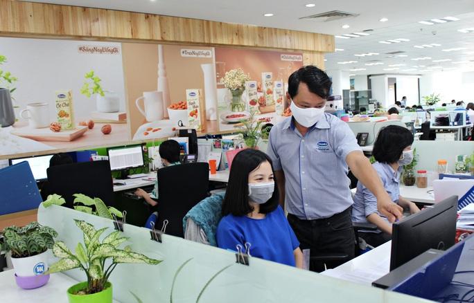 Doanh nghiệp nỗ lực bảo vệ sức khỏe người lao động trong mùa dịch Covid-19 - Ảnh 3.