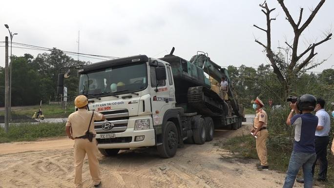 Sau điều tra của Báo Người Lao Động, hàng loạt xe tải ở Thừa Thiên - Huế bị xử phạt - Ảnh 3.