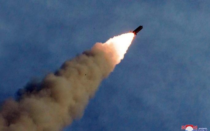 Triều Tiên đột ngột bắn tên lửa liên tiếp sau thời gian dài im ắng - Ảnh 1.
