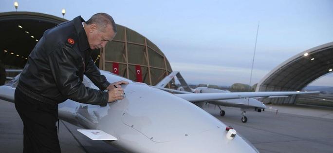 Thổ Nhĩ Kỳ tung một loạt UAV sát thủ tấn công lực lượng Syria - Ảnh 1.