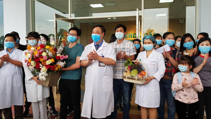 Bác sĩ lý giải tại sao 30 người trên chuyến bay đặc biệt từ Vũ Hán cách ly 21 ngày - Ảnh 2.