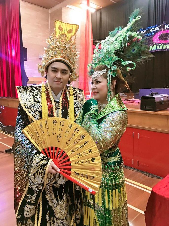 NS Hoài Thanh, Đỗ Quyên xúc động khi con trai nối nghiệp sau thời gian làm ca sĩ - Ảnh 4.