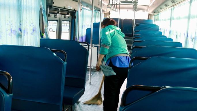 CLIP: Xe buýt TP HCM vắng khách kỷ lục! - Ảnh 7.