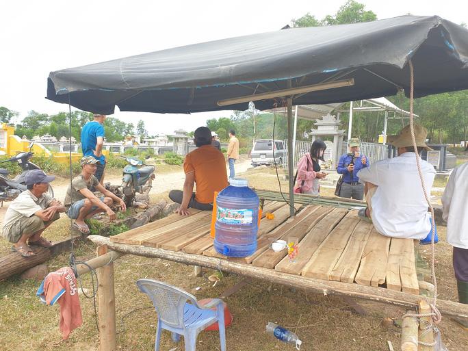 Người dân dừng chặn xe, rác thải ở Quảng Nam được giải phóng - Ảnh 2.