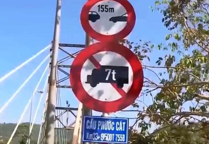 Công an vào cuộc điều tra vụ mãi lộ xe quá tải qua cầu ở Lâm Đồng - Ảnh 2.