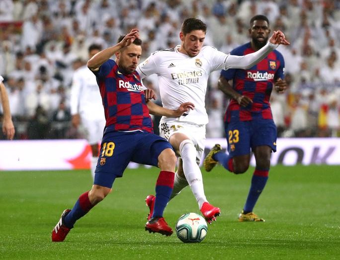 Rực lửa siêu kinh điển, Real Madrid hạ Barcelona lên ngôi đầu - Ảnh 6.