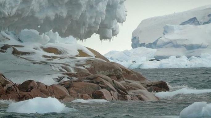 Tàu thám hiểm Nam Cực lạc đến hoang đảo ma phủ đá hoa cương - Ảnh 1.