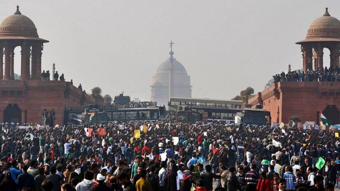 Ấn Độ treo cổ 4 người trong vụ cưỡng hiếp chấn động đất nước - Ảnh 1.