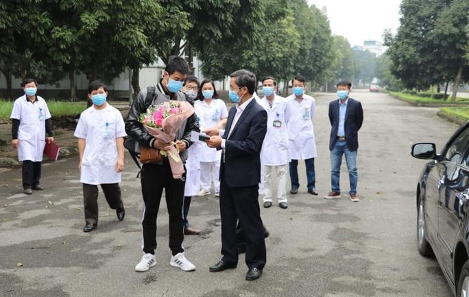 Bệnh nhân Covid-19 thứ 18 ở Ninh Bình hoàn toàn khỏe mạnh xuất viện - Ảnh 6.