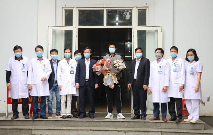Bệnh nhân Covid-19 thứ 18 ở Ninh Bình hoàn toàn khỏe mạnh xuất viện - Ảnh 5.