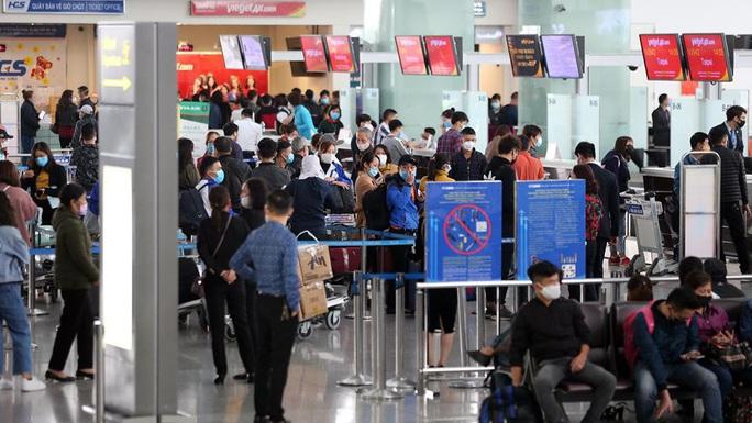 Gần 1.200 khách từ vùng dịch về sân bay Nội Bài trong hôm nay 20-3 - Ảnh 1.