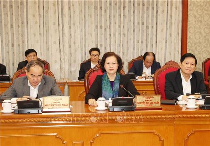 Tổng Bí thư, Chủ tịch nước chủ trì họp Bộ Chính trị về công tác phòng, chống dịch Covid-19 - Ảnh 5.