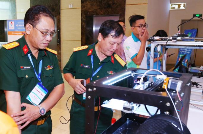 TP HCM triển khai ứng dụng robot khử khuẩn Covid-19 - Ảnh 1.
