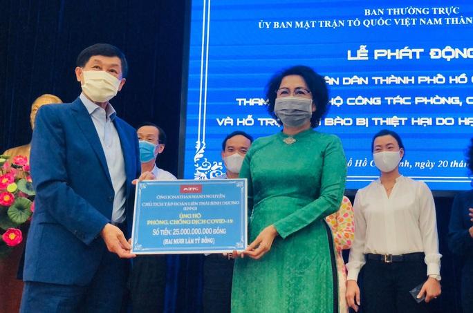Chung tay chống dịch Covid-19: Người dân TP HCM ủng hộ gần 61 tỉ đồng - Ảnh 3.