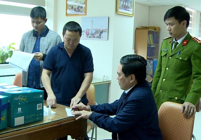 Trưởng phòng Cục thuế Thanh Hóa bị bắt khi cầm 100 triệu đồng của nữ doanh nhân - Ảnh 1.