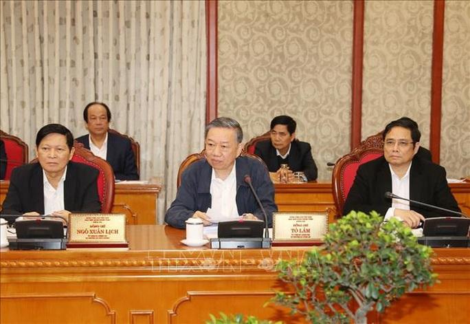 Tổng Bí thư, Chủ tịch nước chủ trì họp Bộ Chính trị về công tác phòng, chống dịch Covid-19 - Ảnh 10.