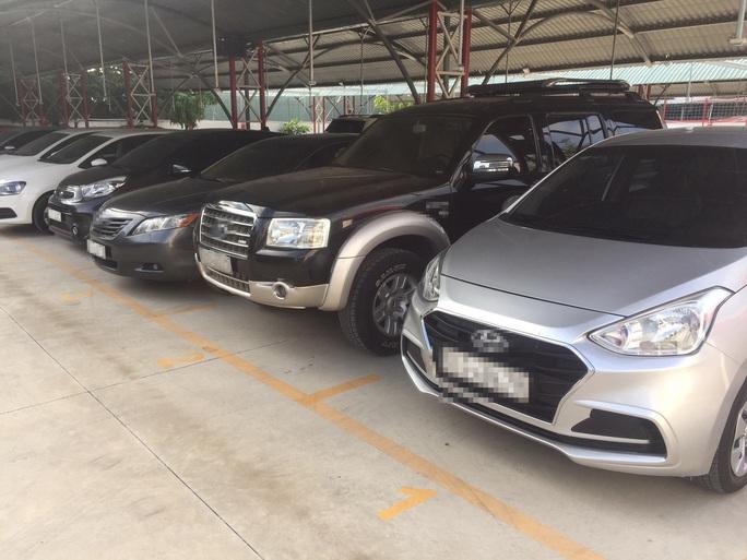 Ôtô cũ giảm giá mạnh trong mùa dịch - Ảnh 1.
