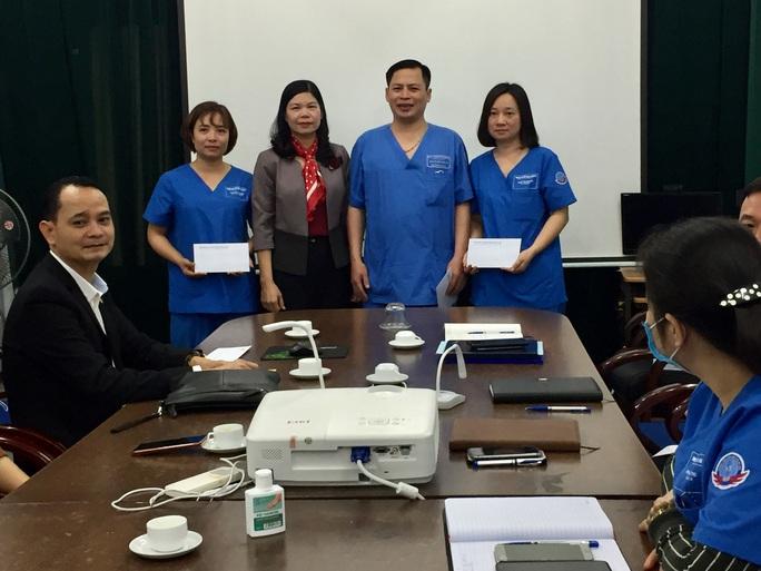Hà Nội: Động viên cán bộ, nhân viên y tế ở tuyến đầu chống dịch - Ảnh 1.
