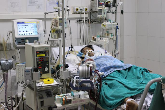 Bộ Y tế thông tin mới nhất về sức khoẻ 2 bệnh nhân nặng do Covid-19 - Ảnh 1.