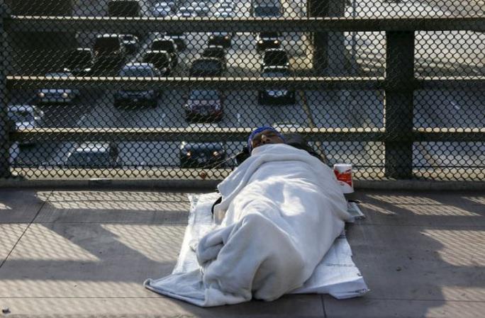 Covid-19: Lệnh ở nhà của bang California khiến người vô gia cư tổn thương - Ảnh 1.