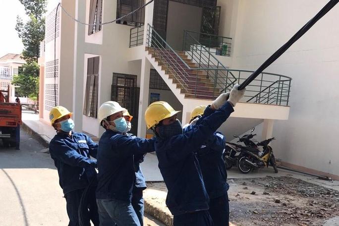 Khẩn trương cấp điện cho khu cách ly Bệnh viện dã chiến Củ Chi - Ảnh 1.