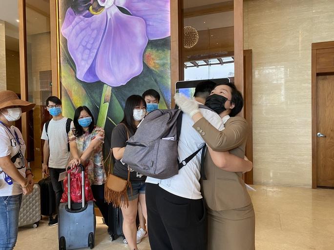 Du khách nước ngoài rời khu cách ly ở Đà Nẵng nói gì?  - Ảnh 2.